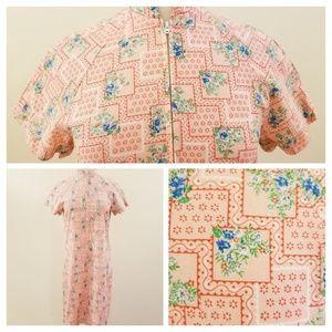 60's Vintage Pink Floral Zip Front Housecoat - XL